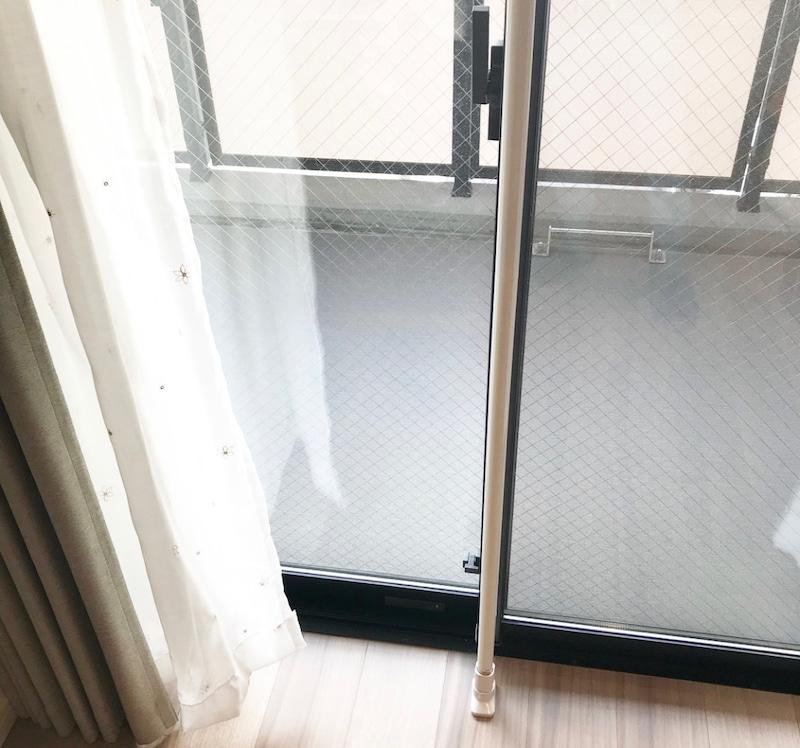 突っ張り棒を使った部屋干しハンガーの画像