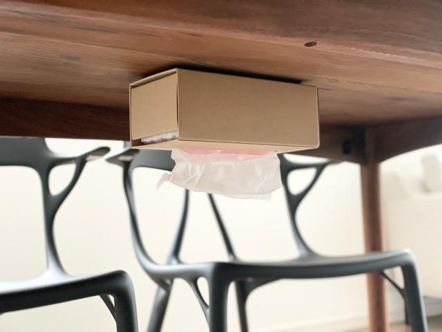 机 の 下 ティッシュ 【100円アイテム一つで】ティッシュ箱をテーブル下に収納してみた